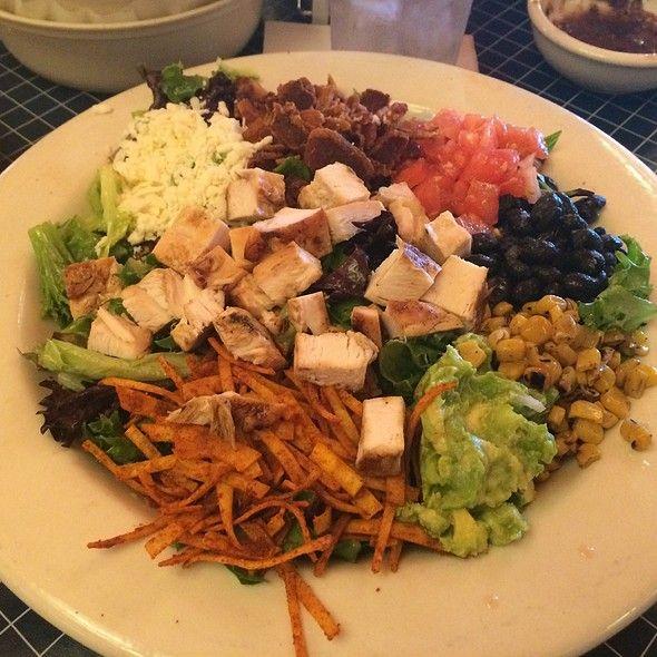 Uncle Julios Fajita Chicken Cobb  salad [approx]